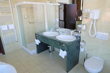 Hotel Histrion - Bathroom 2.jpg